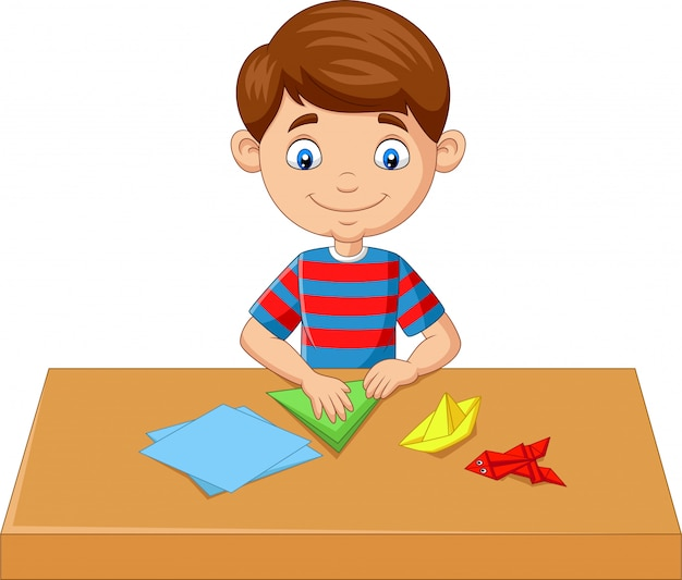 Garotinho, dobrar papel e fazer brinquedos de origami Vetor Premium