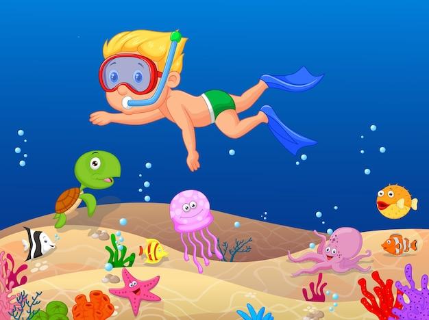 Garotinho, mergulho no oceano Vetor Premium