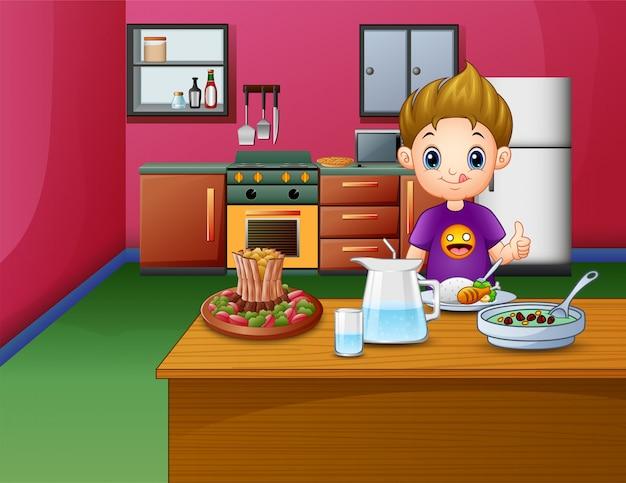 Garoto feliz comendo na mesa de jantar Vetor Premium
