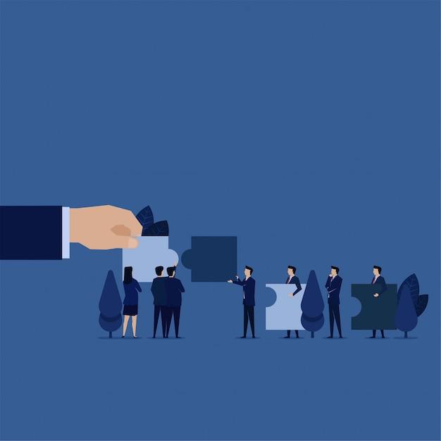 Gerente de negócios à procura de novo empregado para coincidir com quebra-cabeça e critérios. Vetor Premium