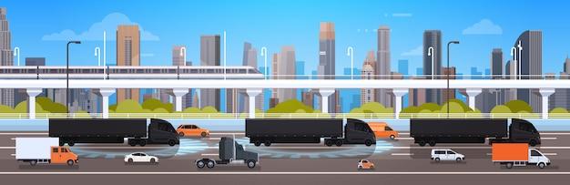 Grande caminhão semi com reboques na estrada estrada com carros e camião sobre a cidade paisagem expedição Vetor Premium