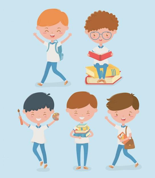 Grupo de alunos pequenos com material escolar Vetor grátis