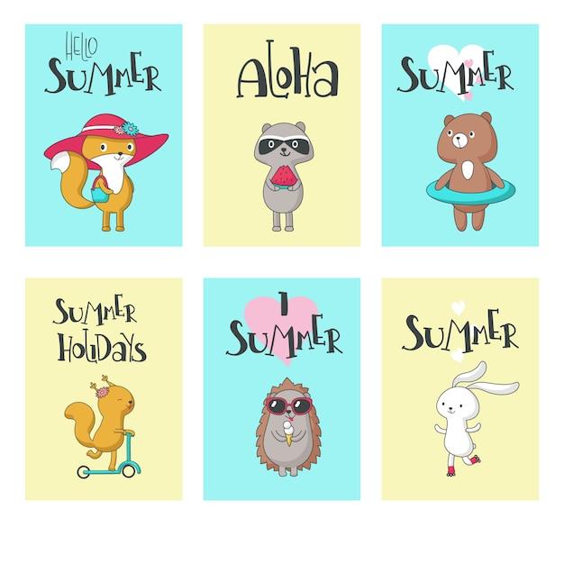Grupo de cartão do verão, ilustração tirada mão do vetor. olá verão, aloha, adoro verão, férias de verão caligrafia com animais fofos esquilo, ouriço, urso, raposa, coelho e guaxinim. Vetor Premium