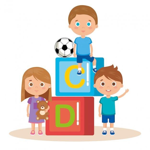 Grupo de crianças brincando com blocos Vetor grátis