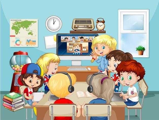 Grupo de crianças estudando online na cena da sala Vetor grátis