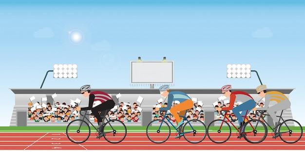 Grupo de homem dos ciclistas na bicicleta da estrada que compete na trilha atlética. Vetor Premium