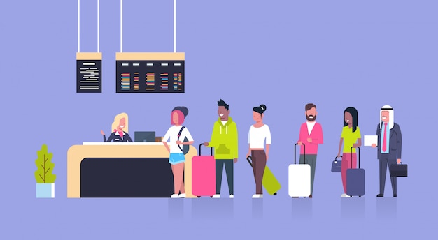 Grupo de passageiros da raça da mistura que estão na fila para contrariar a verificação no aeroporto, conceito da placa das partidas Vetor Premium