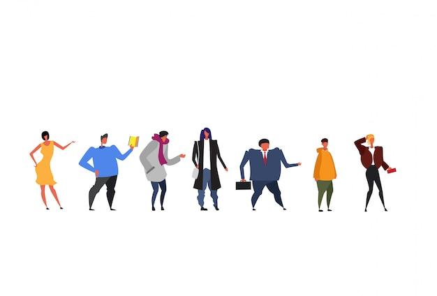 Grupo de pessoas de estilo de vida diferente juntos homens de negócios mulheres vestindo várias roupas comprimento total feminino masculino personagens de desenhos animados plana isolada horizontal Vetor Premium