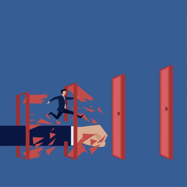 Homem de conceito de vetor plana de negócios executado através de quebrar a metáfora da porta de quebrar as regras. Vetor Premium
