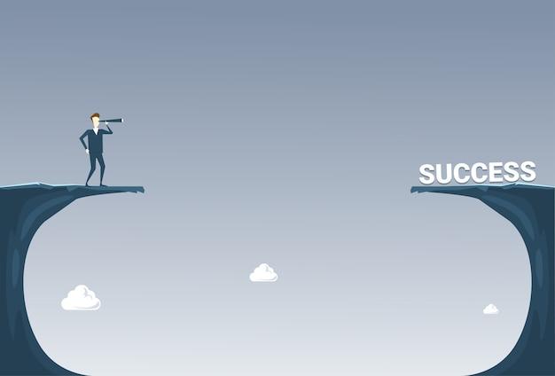 Homem de negócios com binóculos olhando bem sucedido Vetor Premium
