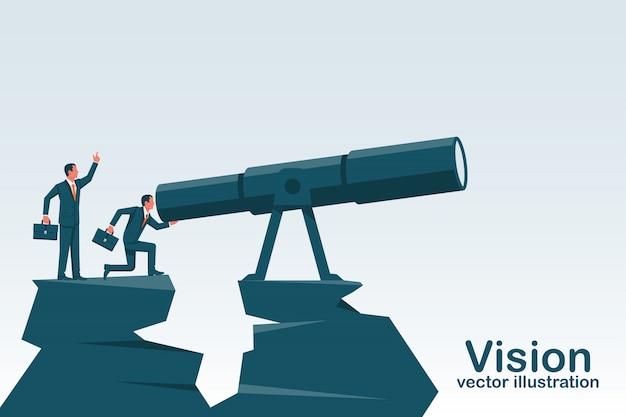 Homem de negócios, de pé sobre uma montanha, olhando no grande telescópio Vetor Premium
