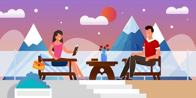 Homem e mulher no encontro romântico no café ao ar livre Vetor Premium