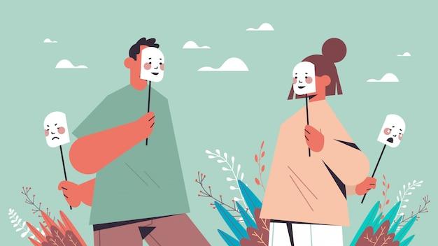 Homem mulher esconde suas emoções sob máscaras falsa sensação de transtorno mental Vetor Premium