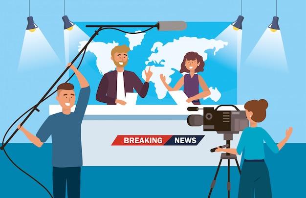 Homem mulher, repórter, de, a, notícia, com, câmera, mulher, e, filmadora Vetor Premium