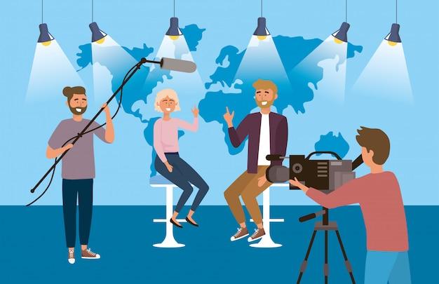 Homem mulher, repórter, em, a, estúdio, com, câmera mulher, e, câmera, homem Vetor Premium