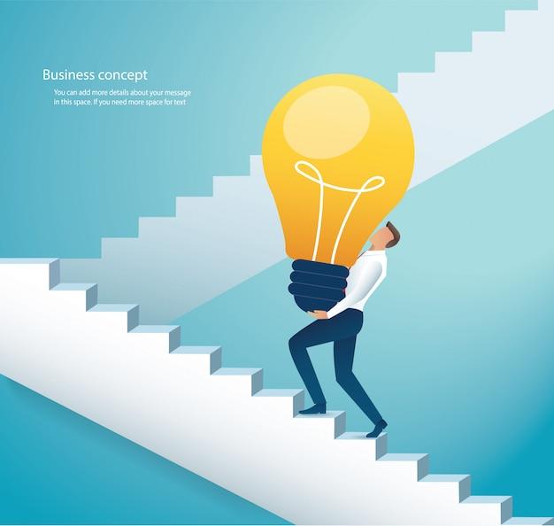 Homem negócios, carregar, bulbo leve, escadas escalando Vetor Premium