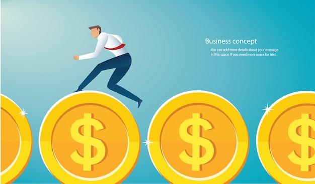 Homem negócios, executando, ligado, moedas ouro, para, sucesso Vetor Premium