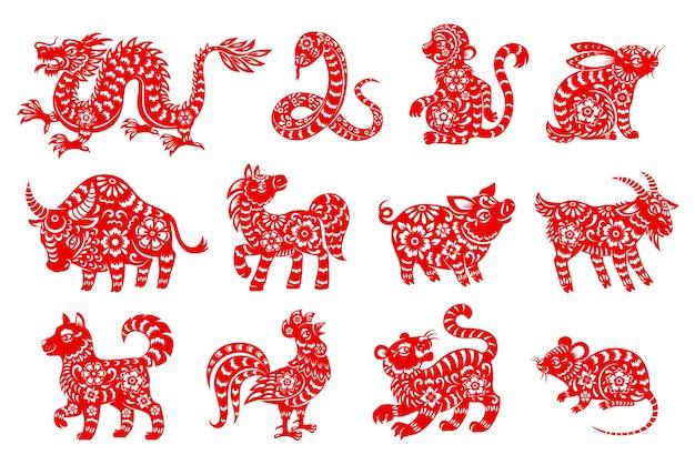 Ícones isolados de animais do horóscopo chinês com símbolos do zodíaco recortados em papel vermelho do ano novo lunar Vetor Premium