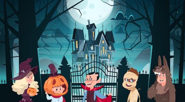 Ilustração de feliz dia das bruxas com monstros bonito dos desenhos animados caminhando de castelo escuro com fantasmas Vetor Premium