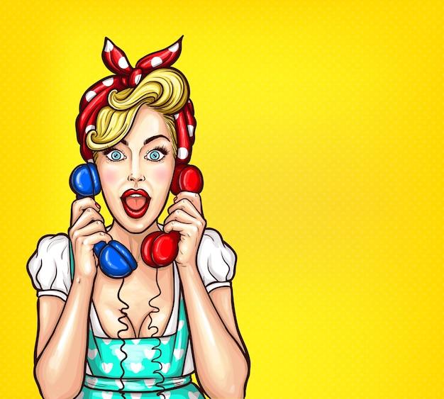 Ilustração de pop art vetorial de uma mulher loira surpresa excitada com um receptor de telefone dois na mão. Vetor grátis
