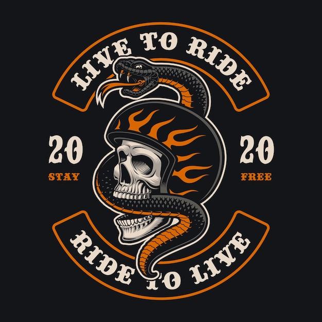 Ilustração de um crânio de motociclista com uma cobra. isso é perfeito para logotipos, estampas de camisa Vetor Premium