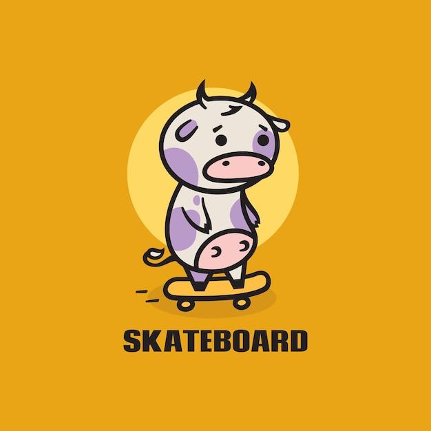 Ilustração do logotipo estilo simples da mascote do skate da vaca. Vetor Premium