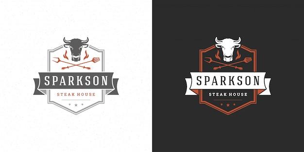 Ilustração em vetor logotipo churrasco grelha churrascaria ou churrasco restaurante menu emblema cabeça de vaca com chama Vetor Premium