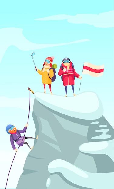 Imagem de desenho animado de alpinismo com alpinistas subindo o pico da rocha e fazendo selfie no topo Vetor grátis