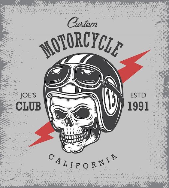 Impressão de motocicleta vintage com caveira em capacete de motocicleta em fundo de grange. Vetor grátis
