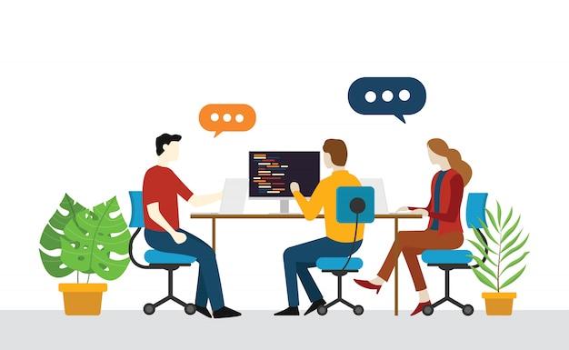 Inicialização de equipe de engenheiro programador discutir no escritório Vetor Premium