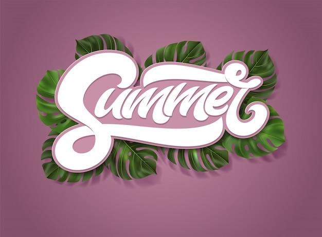 Inscrição de verão com tropical deixa monstera em fundo rosa. ilustração com letras de caligrafia para capa, cartaz, banner, cartão de convite, web. tipografia em negrito falso. Vetor Premium