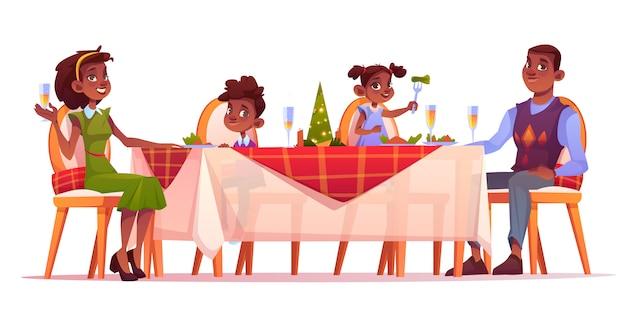 Jantar de natal família feliz sentar na mesa festiva Vetor grátis