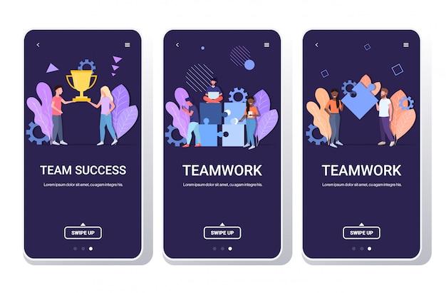 Jogo businesspeople brainstorming processo holding copo troféu conceito teamwork dourado equipe equipe homens mulheres tela móvel app cópia móvel app cópia espaço horizontal comprimento total Vetor Premium
