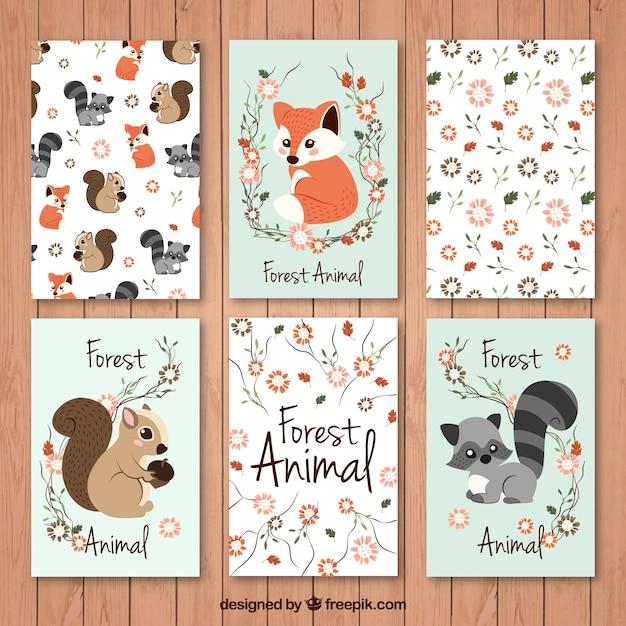 Jogo de cartões animais da floresta bonitas com detalhes florais Vetor grátis