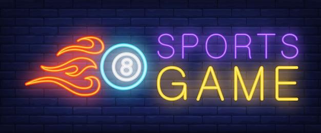 Jogo de esportes texto neon e bola com fogo Vetor grátis