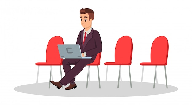 Jovem em traje formal, sentado na cadeira com o laptop Vetor Premium