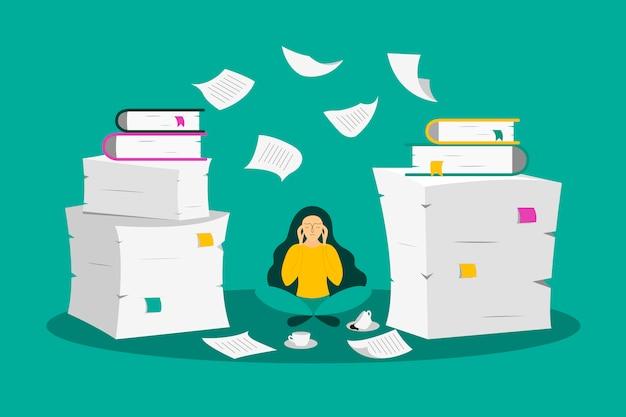 Jovem mulher senta-se entre as pilhas de papel Vetor Premium