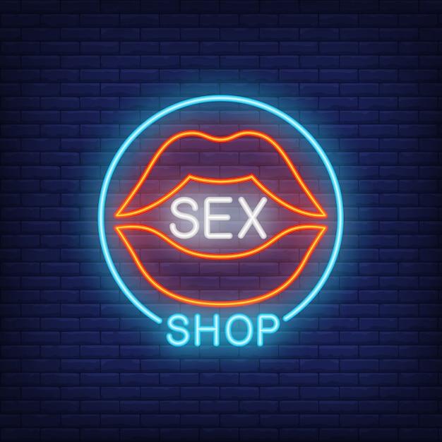 Lábios com letras de loja de sexo em círculo. sinal de néon no fundo do tijolo. Vetor grátis