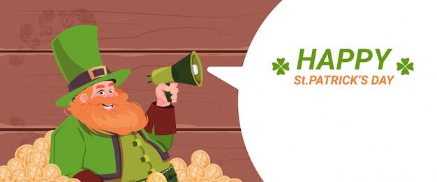Leprechaun homem segurando o megafone, feliz st patricks dia feriado modelo fundo Vetor Premium