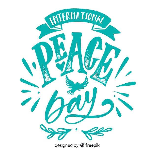Letras de dia da paz com pombas Vetor grátis