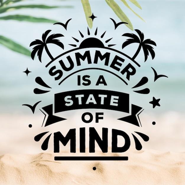 Letras de verão com praia turva Vetor grátis