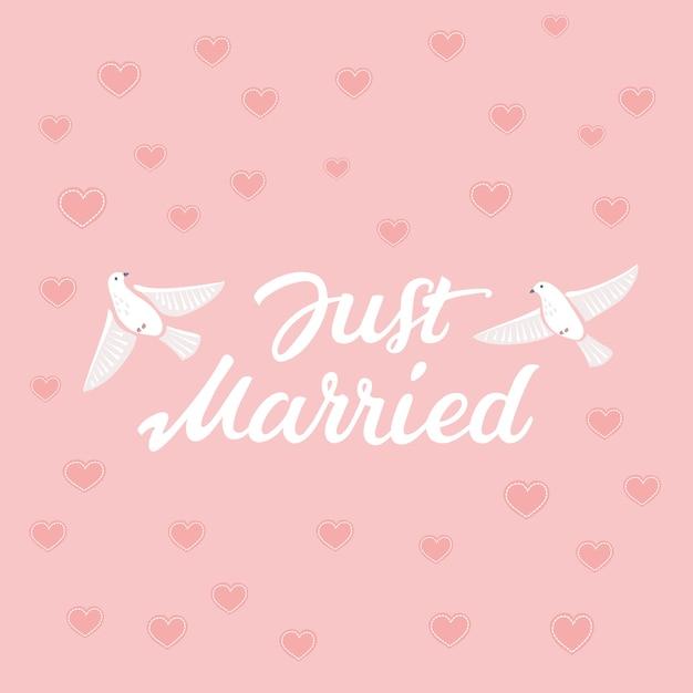 Letras decorativas desenhadas à mão com texto recém-casado e ilustração de pássaros em rosa Vetor Premium