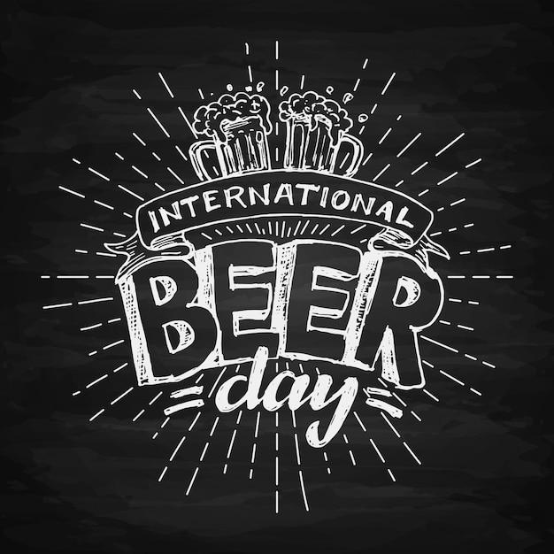 Letras do dia internacional da cerveja Vetor grátis