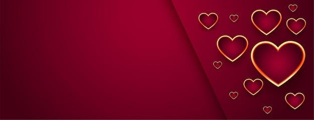 Lindo banner vermelho de dia dos namorados com corações dourados Vetor grátis