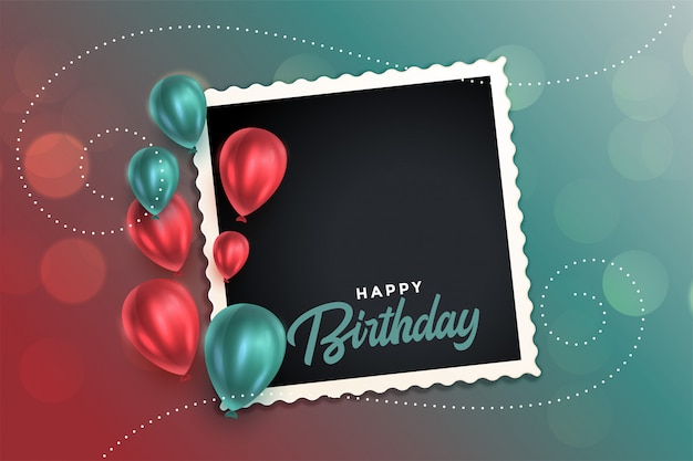 Lindo cartão de feliz aniversário com balões e molduras para fotos Vetor grátis