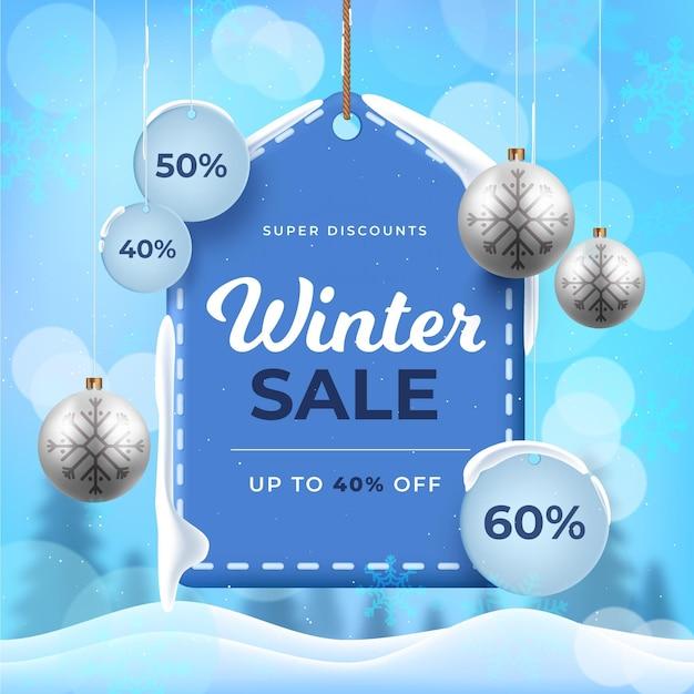 Liquidação de inverno realista e bolas de natal Vetor grátis