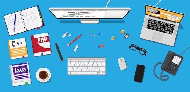 Local de trabalho do programador ou codificador. Vetor Premium