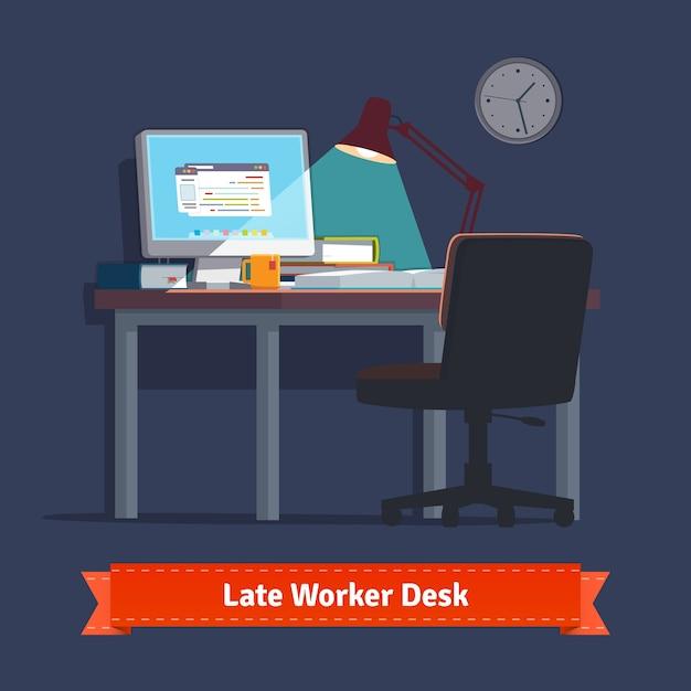 Local de trabalho doméstico confortável com mesa de trabalho ligada Vetor grátis