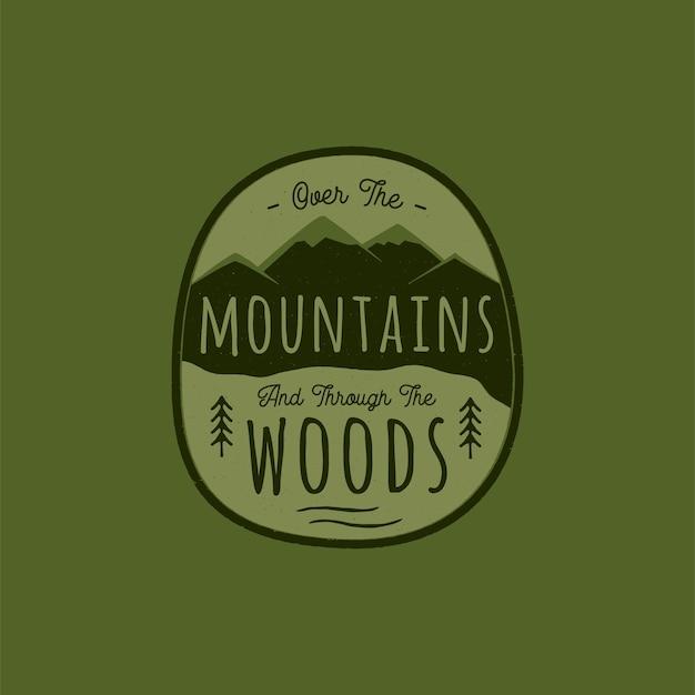 Logotipo da aventura desenhada de mão com montanha, floresta de pinheiros. ilustração. Vetor Premium