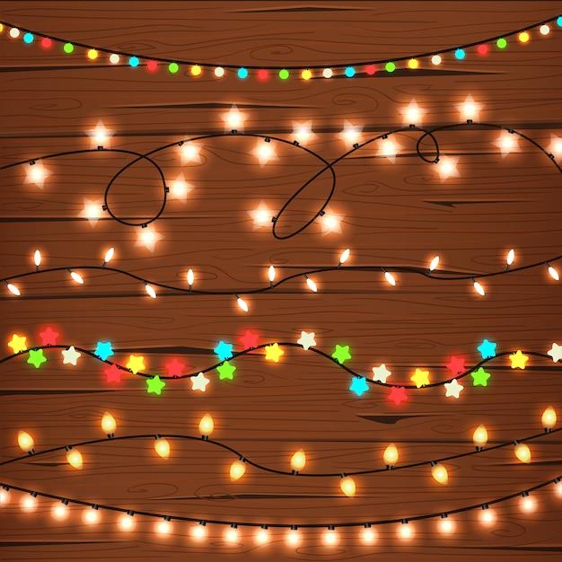 Luzes de corda na parede de madeira Vetor grátis